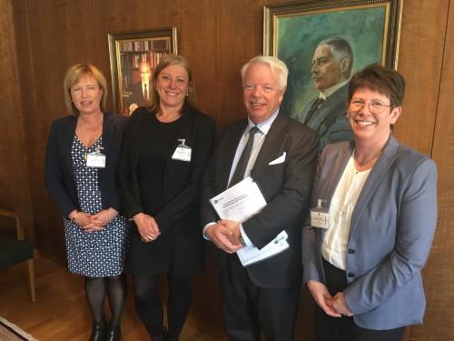 Fr v: Maria Ryeng och Renée Josefsson från Stockholm Gas tillsammans med Anders Nordquist från Arvid Nordquist och Cecilia Hedqvist från Gasnätet Stockholm är glada att de två avtalen äntligen är undertecknade.