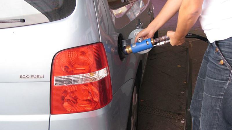 Tankning av en gasbil. Snabbt, enkelt och miljövänligt!